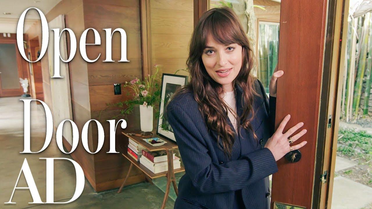 Mic interviu cu Dakota Johnson in propria ei casa